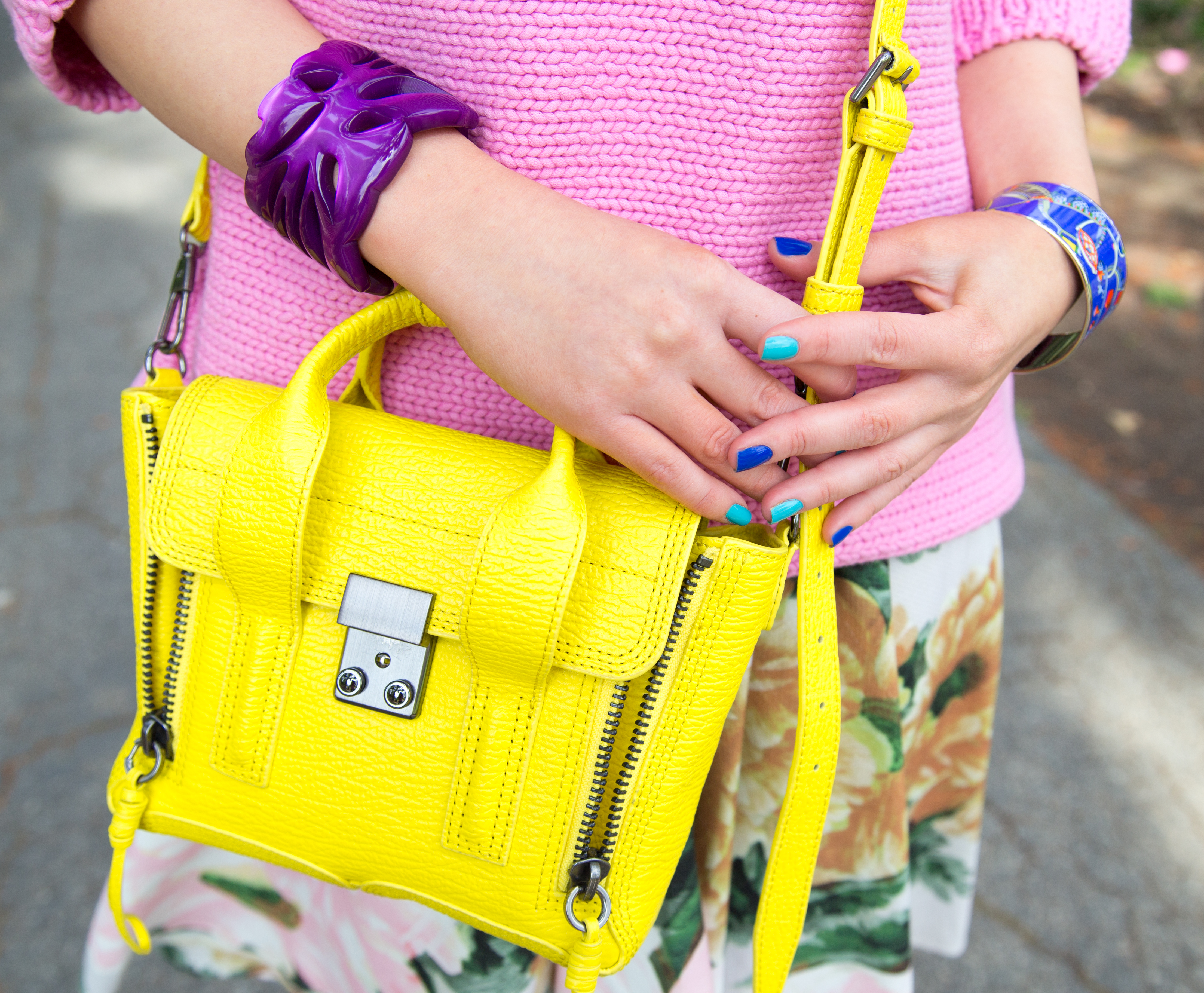 blue nails,yellow bag,neon bag,nail art,yellow and purple,pashli mini