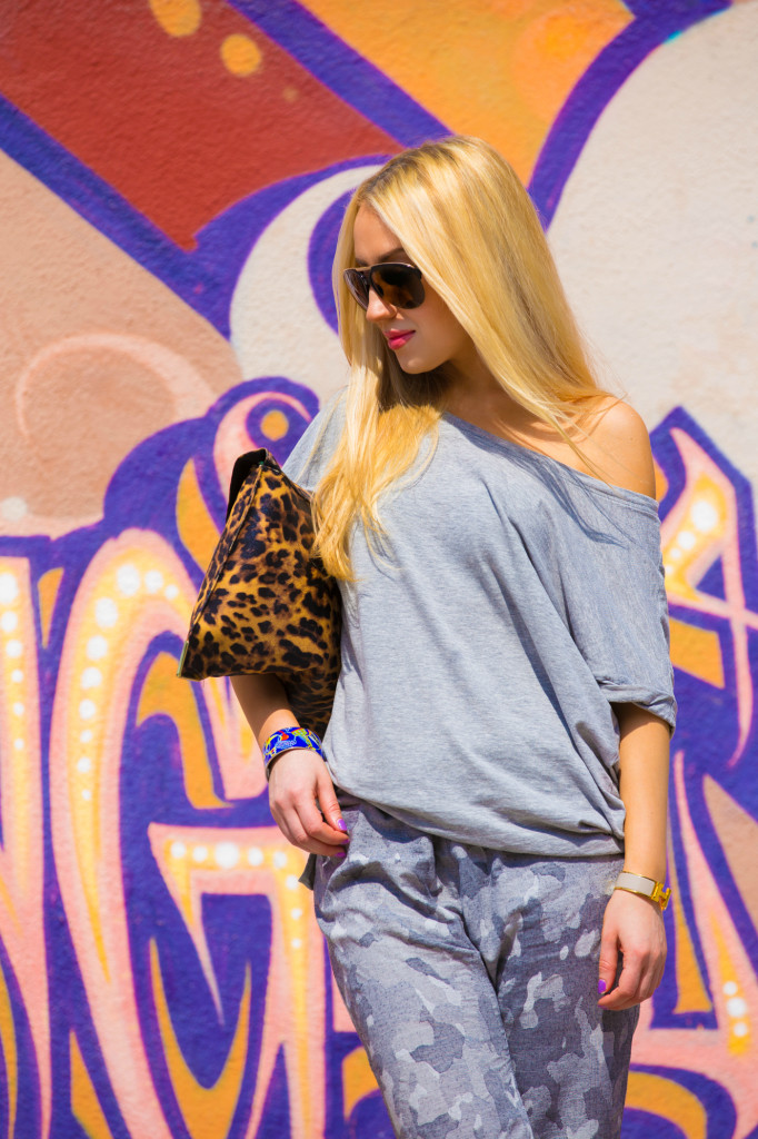 H&M t-shirt,envelope clutch,asos clutch,purrfect walls