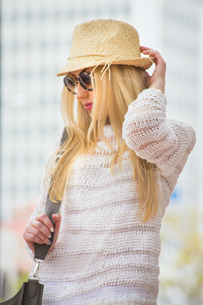 Straw fedora,white sweater,how to wear all white