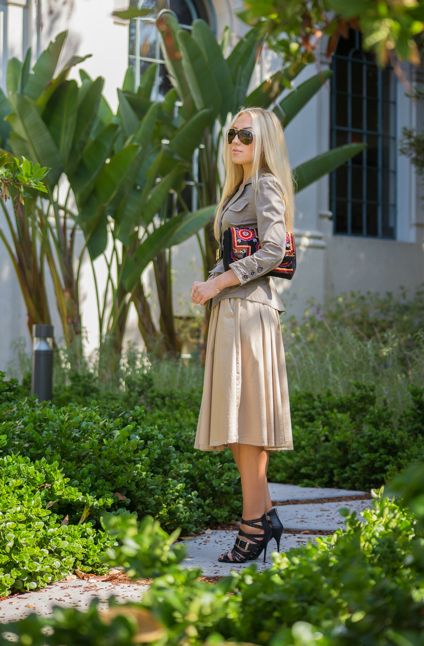 antic batik basra bag,beige midi skirt,how to wear midi skirts
