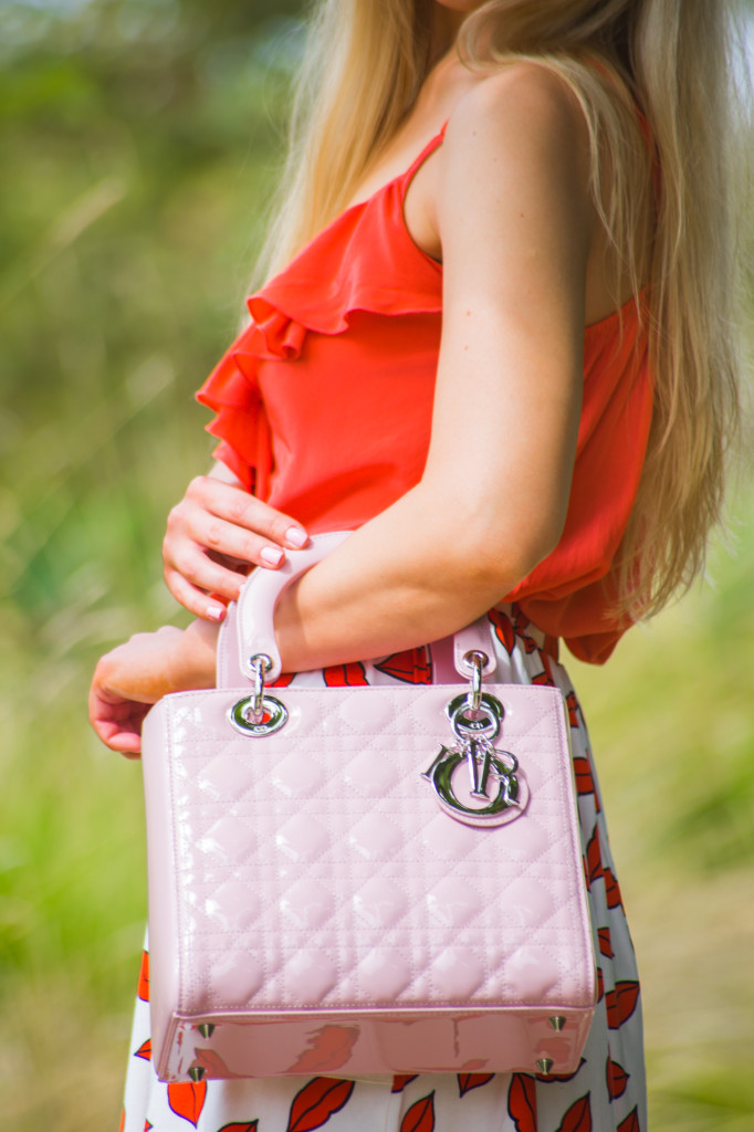 lady dior bag in medium size,patent lady dior bag,pink lady dior bag,coral lips print