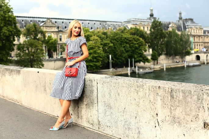fashion shoot paris,wonderland, plaid and red outfit,eiffel tower,outfit-with-flowers-in-paris,sophia webster shoes,gardens in paris,Red givenchy obsedia bag,carolina herrera belt,style blogger photo shoot in paris,eiffel tower shoot,paris bridge,sophia webster pumps,zara-Gingham-dress,Plaid dress,plaid and bow,paris photoshoot,fashion blogger in paris,photoshoot with flowers in paris,plaid midi dress,seine,louvre,pont neuf, Tuileries Garden
