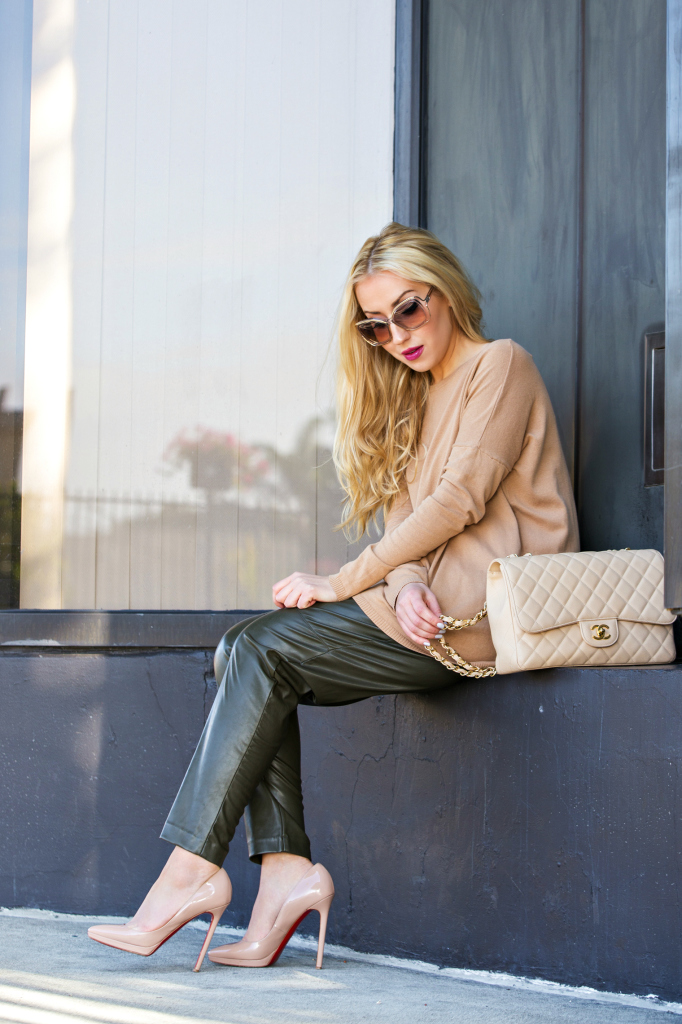 Beige and Green Outfit,Pigalle beige,chanel jumbo bag,H&M faux leather pants,Zara Sweater,H&M Pants,Christian Louboutin Pigalle Plato Beige,neutral outfit,beige outfit,chloe sunglasses