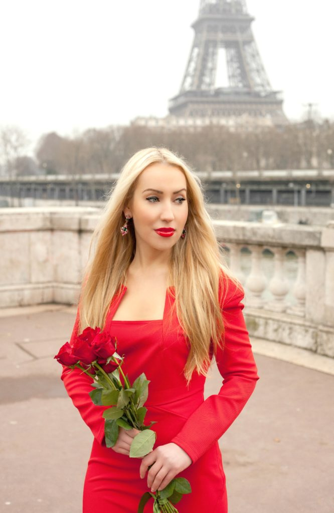 Red Roses with Red Dress,Zac Posen,Red Dress and Eiffel Tower,Eiffel Tower and Roses,Red Dress Paris,Zac Posen Dress,Red Dress,Red Lips And Roses,Zac Posen Dress Paris,Flowers Paris Shoot,Roses Paris,Parisian Winter Tales
