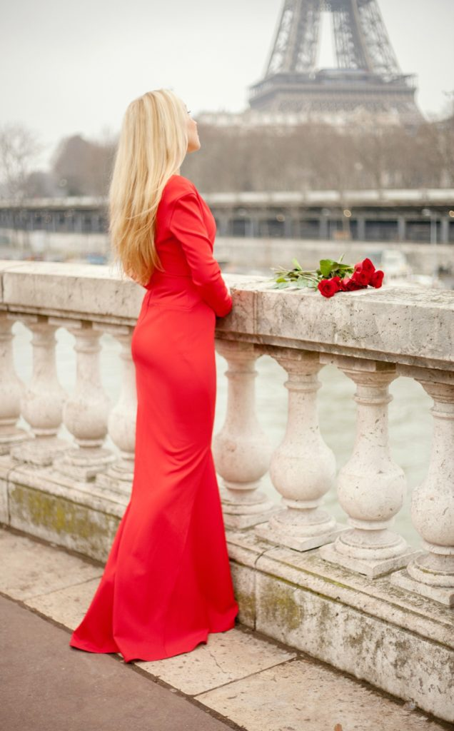 Red Roses with Red Dress,Zac Posen Bir Hakeim,Red Dress and Eiffel Tower,Eiffel Tower and Roses,Red Dress Paris,Zac Posen Dress,Red Dress,Red Lips And Roses,Zac Posen Dress Paris,Flowers Paris Shoot,Roses Paris,Parisian Winter Tales