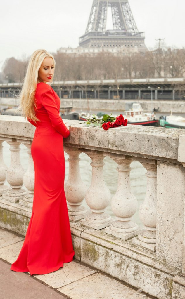 Red Roses with Red Dress,Zac Posen, Bir Hakeim,Red Dress and Eiffel Tower,Eiffel Tower and Roses,Red Dress Paris,Zac Posen Dress,Red Dress,Red Lips And Roses,Zac Posen Dress Paris,Flowers Paris Shoot,Roses Paris,Parisian Winter Tales