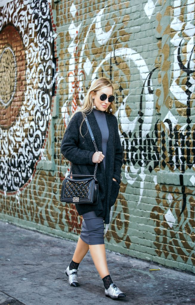 chunky cardigan outfit,how to wear loafers with skirt,How to style chunky cardigan,chanel lace up loafers,Chanel black bag,cardigan outfit,cardigan outfit idea,Prada earrings,Chanel loafers,row 8 sunglasses,Prada ball earrings,wolford leonie socks,chanel salzburg