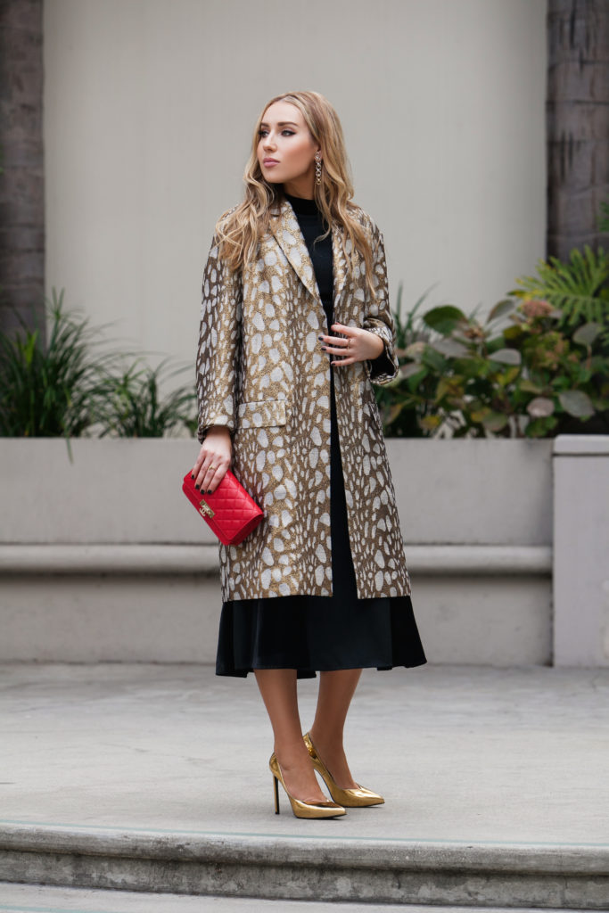 How to wear animal print,Animal print coat,how to wear animalier,DRIES VAN NOTEN Rolt coat,Metallic coat,Jacquard coat,Chanel wallet on chain,DRIES VAN NOTEN coat,DRIES VAN NOTEN Rolt oversized jacquard coat,DRIES VAN NOTEN Rolt jacquard coat,Saint Laurent gold pumps,Saint Laurent metallic pumps,Chanel woc,Chanel woc bag,Saint Laurent Mirror Pumps,Celine sunglasses