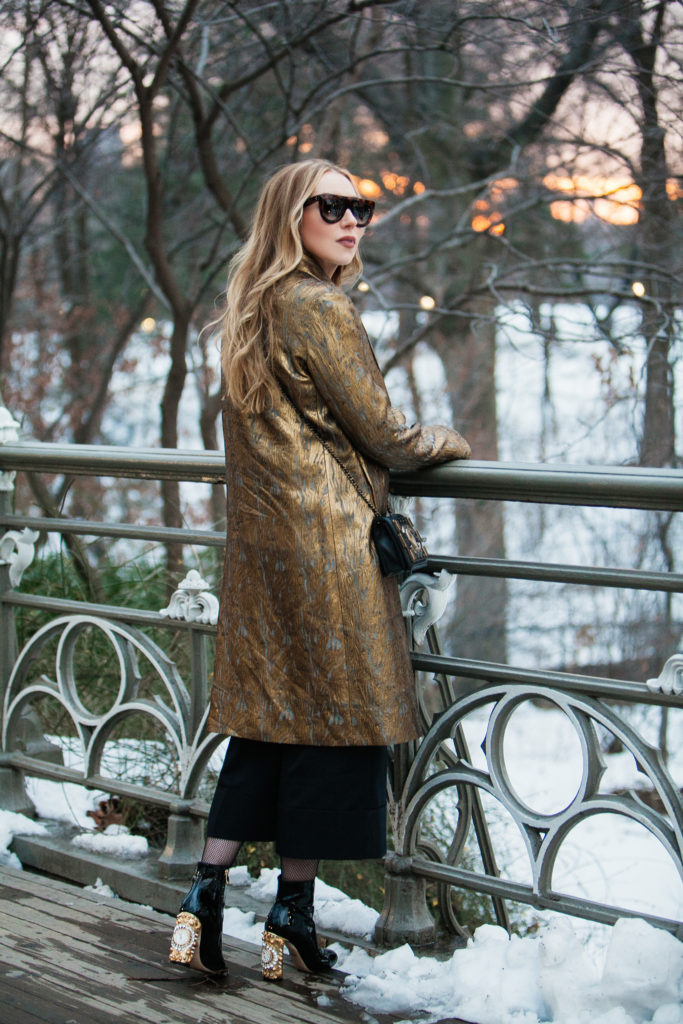 Central park pond,Central park photo shoot,NYFW17 street style,Chanel brick boy bag,How to wear gold,How to wear brocade,dries van noten gold coat,dries van noten ravik coat,CELINE EYEWEAR Shadow sunglasses,CÉLINE Shadow sunglasses,dries van noten gold brocade coat,Chanel boy bag,dolce gabbana clock boots,Dolce gabbana clock heels boots,Sunset at Central Park