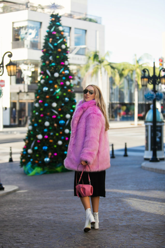 Christmas in Beverly Hills,Rodeo Drive christmas,Pink fur coat,Christmas on Rodeo Drive,H&M faux fur coat,Dior Revolution Mirrored Aviator Sunglasses,How to wear colorful faux fur coat,Dior Dio(R)evolution Mirrored Aviator Sunglasses,Dior patent leather boots,H&M pink faux fur coat,H&M pink coat,Loewe pink elephant bag,Dior white boots,Loewe pink elephant,Dior Aviator Sunglasses,Dior white boots,How to wear pink fur, think pink